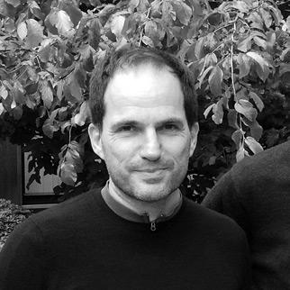Photographie de Tom Olinger, membre de l'équipe dirigeante de mozzeno.