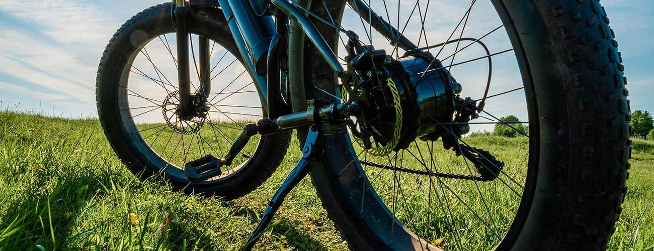 elektrische fiets met motor in het achterwiel
