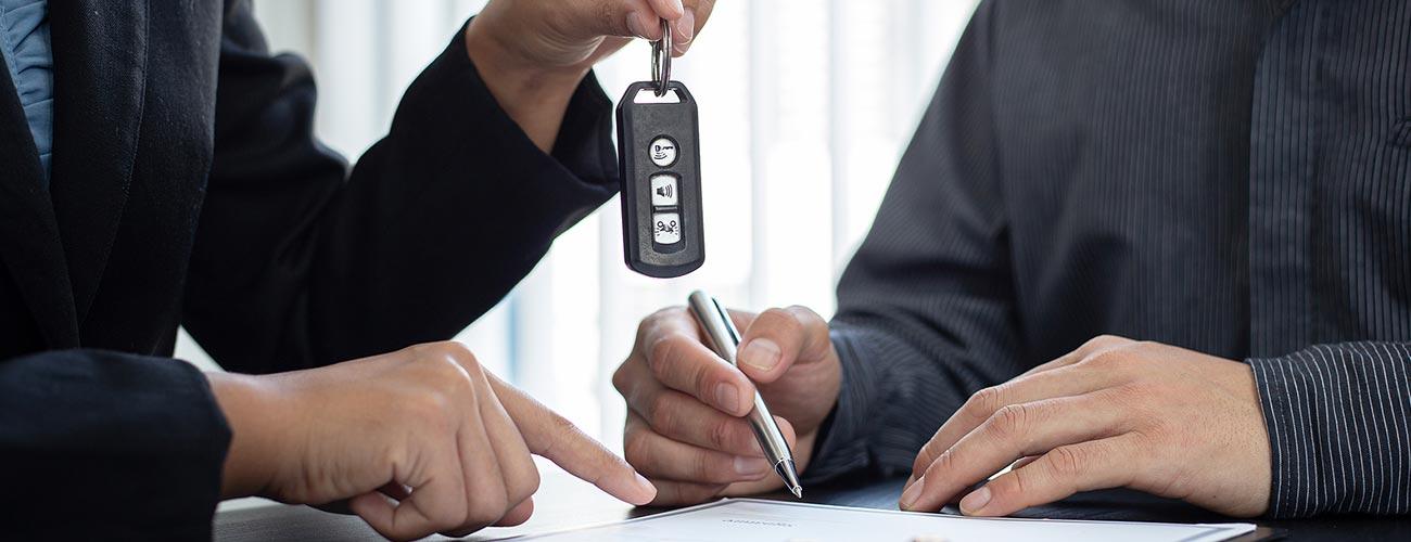 Ondertekening verkoopcontract auto