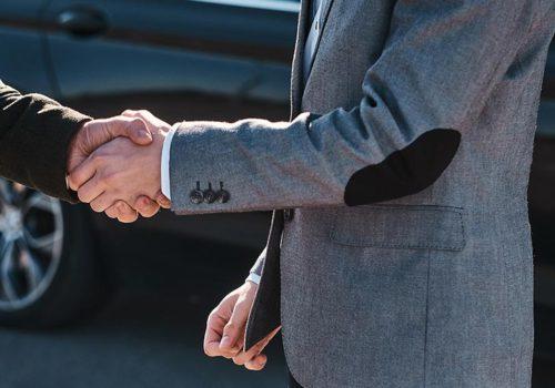 Rendez-vous entre acheteur et vendeur d'un véhicule